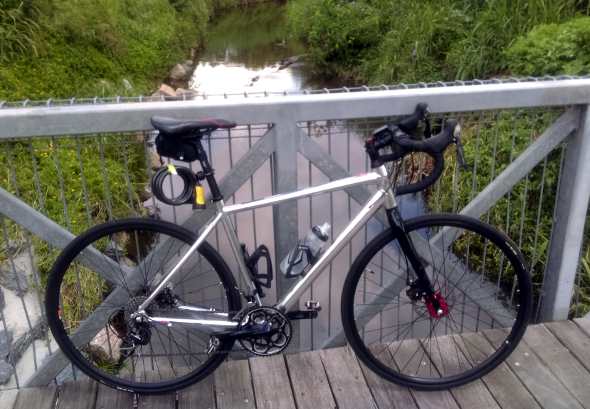 Cycling to GOMA Brisbane on my Trek Crossrip