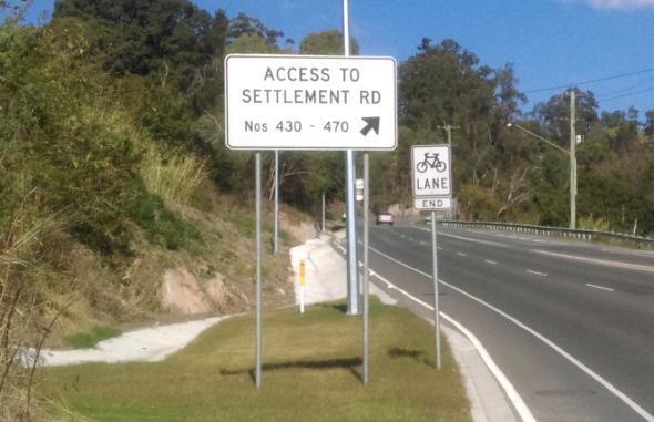Bike lane ends half way up Settlement Road