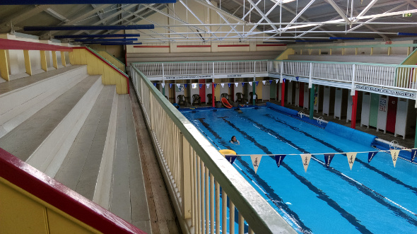 Swimming pool grandstand